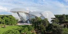 Homme le plus riche de France, actionnaire principal et PDG du groupe LVMH, Bernard Arnault est un passionné d'art. Une passion commencée avec l'achat d'un Monet à New York en 1982 et qui aboutit aujourd'hui à la création de la Fondation Louis Vuitton.