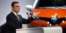 Carlos Ghosn, PDG de Renault, devant le Captur, le crossover à succès de la marque.