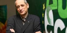 """L'élu écologiste (Europe Ecologie-Les Verts, EELV) Gérard Onesta demande à Ségolène Royal d'avoir """"le courage"""" d'annuler la déclaration d'utilité publique. Il dénonce notamment le fait que l'organisme qui a fait l'étude d'impact est le même que celui qui réalise les travaux: la CACG."""