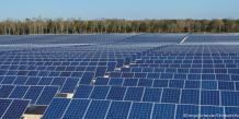"""Les """"trackers"""" solaires d'Exosun permettent d'orienter les panneaux photovoltaïques en fonction de la courbe du soleil dans le ciel et d'augmenter leur production"""