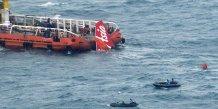 La queue de l'airbus d'air asia a ete recuperee en mer de java
