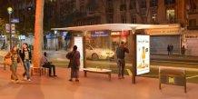 Paris se dote d'abribus plus pratiques, intelligents et économes