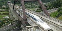 """Train japonais à sustentation électromagnétique """"magdev"""", ici en 2004"""