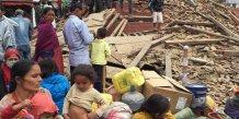 Le bilan du seisme au nepal s'alourdit a 449 morts