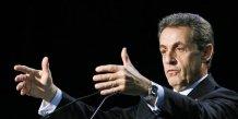 """L'ump devient les republicains apres un """"oui"""" massif des militants"""