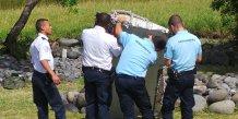 Un morceau d'aile retrouve a la reunion relance les speculations sur le vol mh370