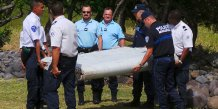 Le debris d'avion retrouve a la reunion est arrive en france