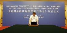 Un officier du ministère chinois des Finances prépare la cérémonie de signature des accords de la Banque asiatique d'investissement pour les infrastructures (AIIB) le 29 juin 2015