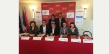 Les six principaux opérateurs paritaires réunis pour la signature de la convention à l'Hôtel de Région