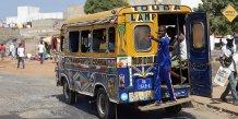 Un des fameux « Ndiaga Ndiaye », petits bus poussifs de Dakar.
