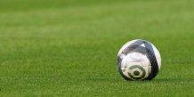 Trente-cinq clubs de football soupconnes d'evasion fiscale en italie