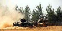 Des chars de l'armée turque stationnés près de la frontière entre la Turquie et la Syrie le 24 août 2016