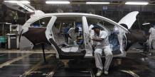 Des employés indiens dans une usine Honda à New Delhi en juillet 2014