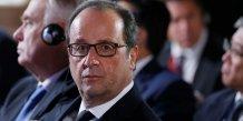 """Hollande reagit face a l'emoi suscite par un livre de """"confidences"""""""