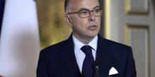 Cazeneuve prevoit de debloquer 250 millions d'euros pour les policiers