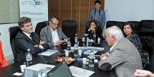 Arnaud Montebourg face à Jean-Paul Ansel, P-dg de DMS, et aux côtés d'Enri Cabanel, sénateur de l'Hérault