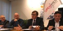 Yvan Lachaud, président de Nîmes Métropole, entouré de Michel Mathieu, président d'OpeNîmes (à gauche) et du Pr. Philippe Berta, secrétaire général d'Eurobiomed (à droite).