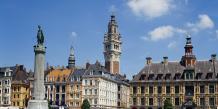 Ville à la forte tradition sociale, Lille réinvente le contact direct entre employeurs et jeunes en quête d'emploi. Ci-dessus, une vue partielle de la Grand'Place et, en arrièreplan, du célèbre beffroi, le plus haut de la région Nord- Pas-de-Calais. / DR