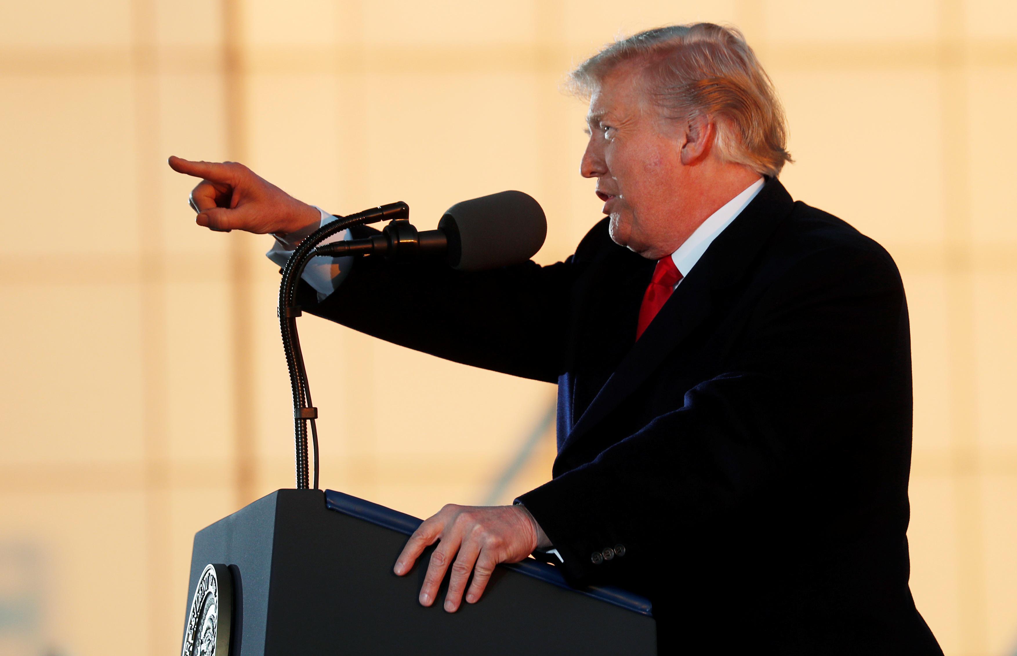 Donald Trump critique (encore) la Fed et désavoue son président