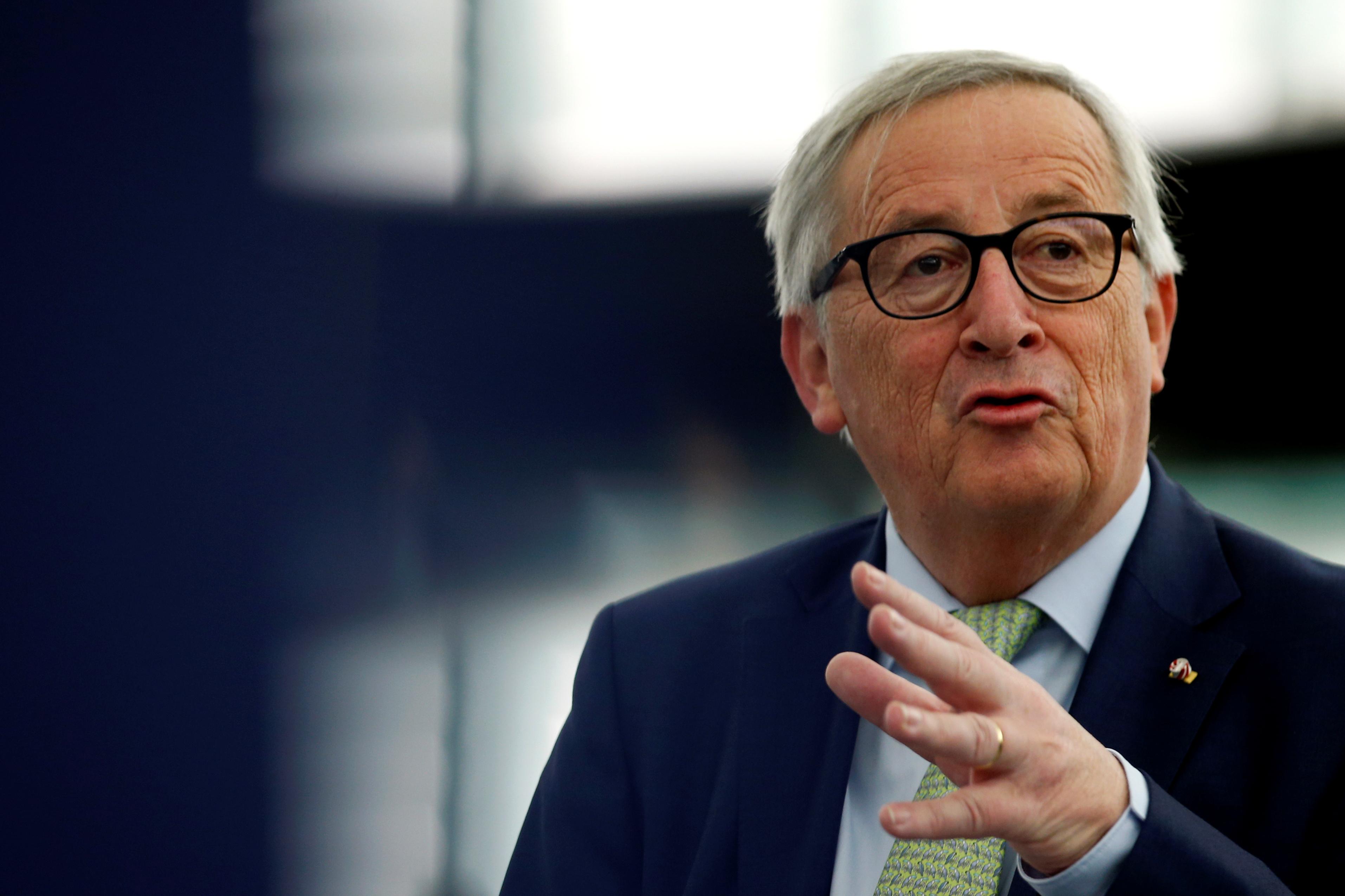 L'UE promet de riposter si Washington surtaxe les voitures européennes