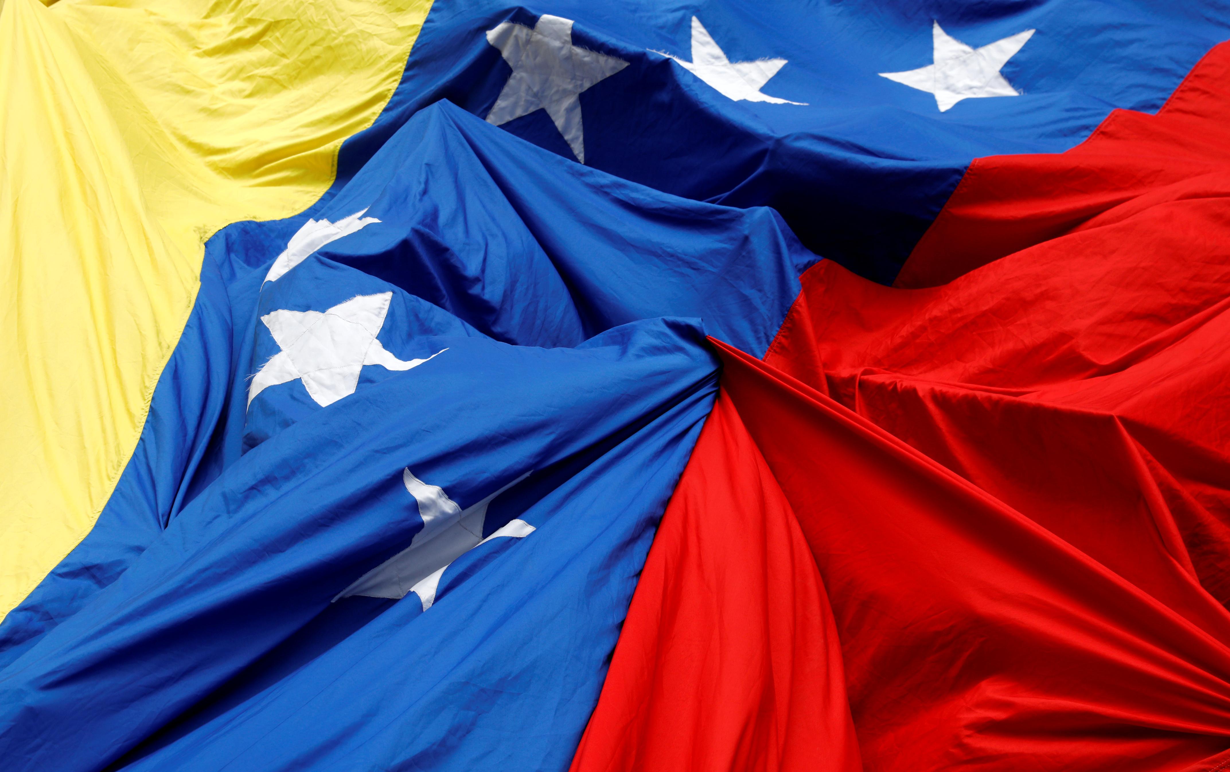 Venezuela: Maduro ferme les frontières pour empêcher la livraison d'aide