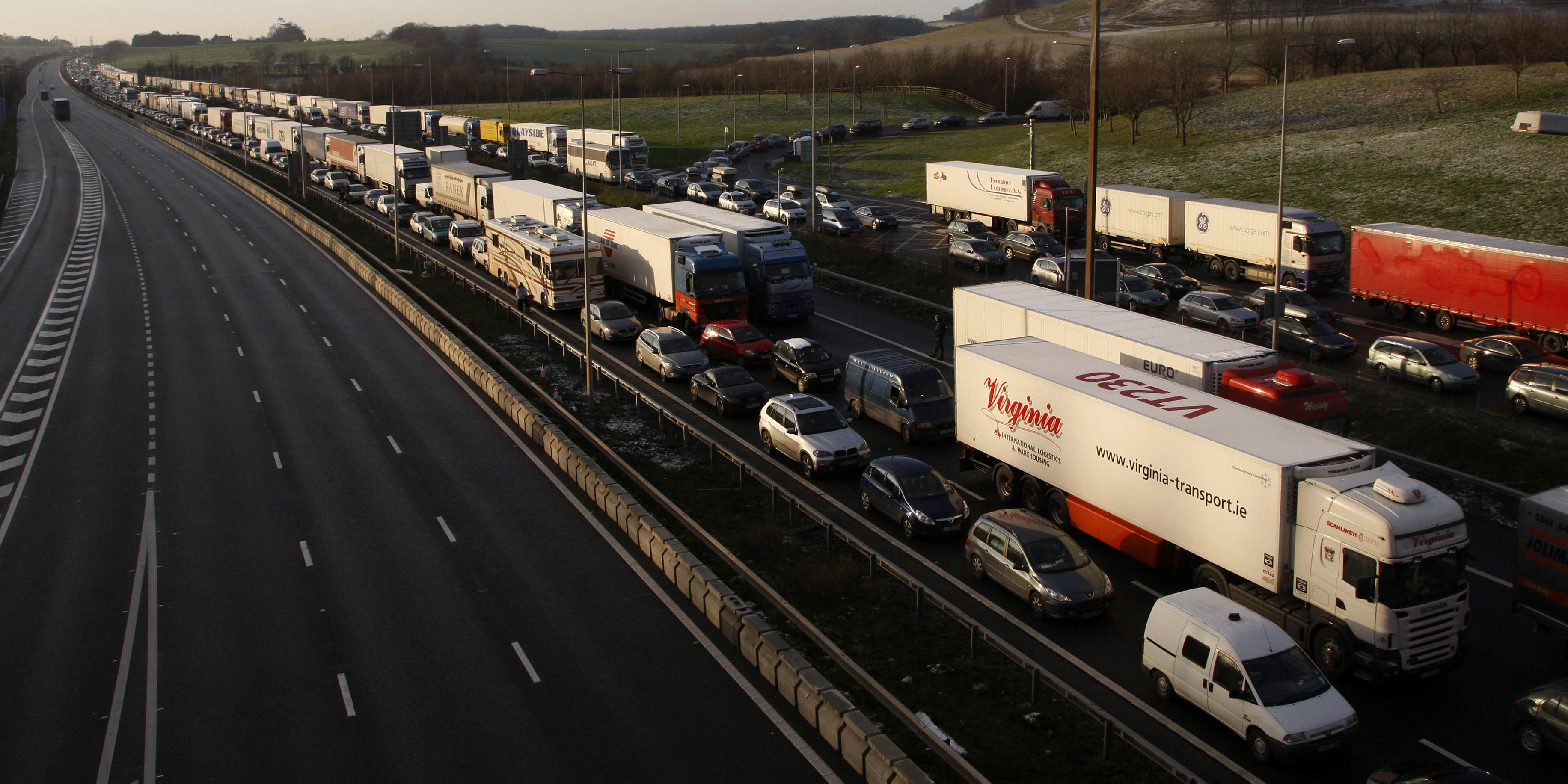 Fret, pollution, embouteillages... les dégâts du transport routier diésel en Europe