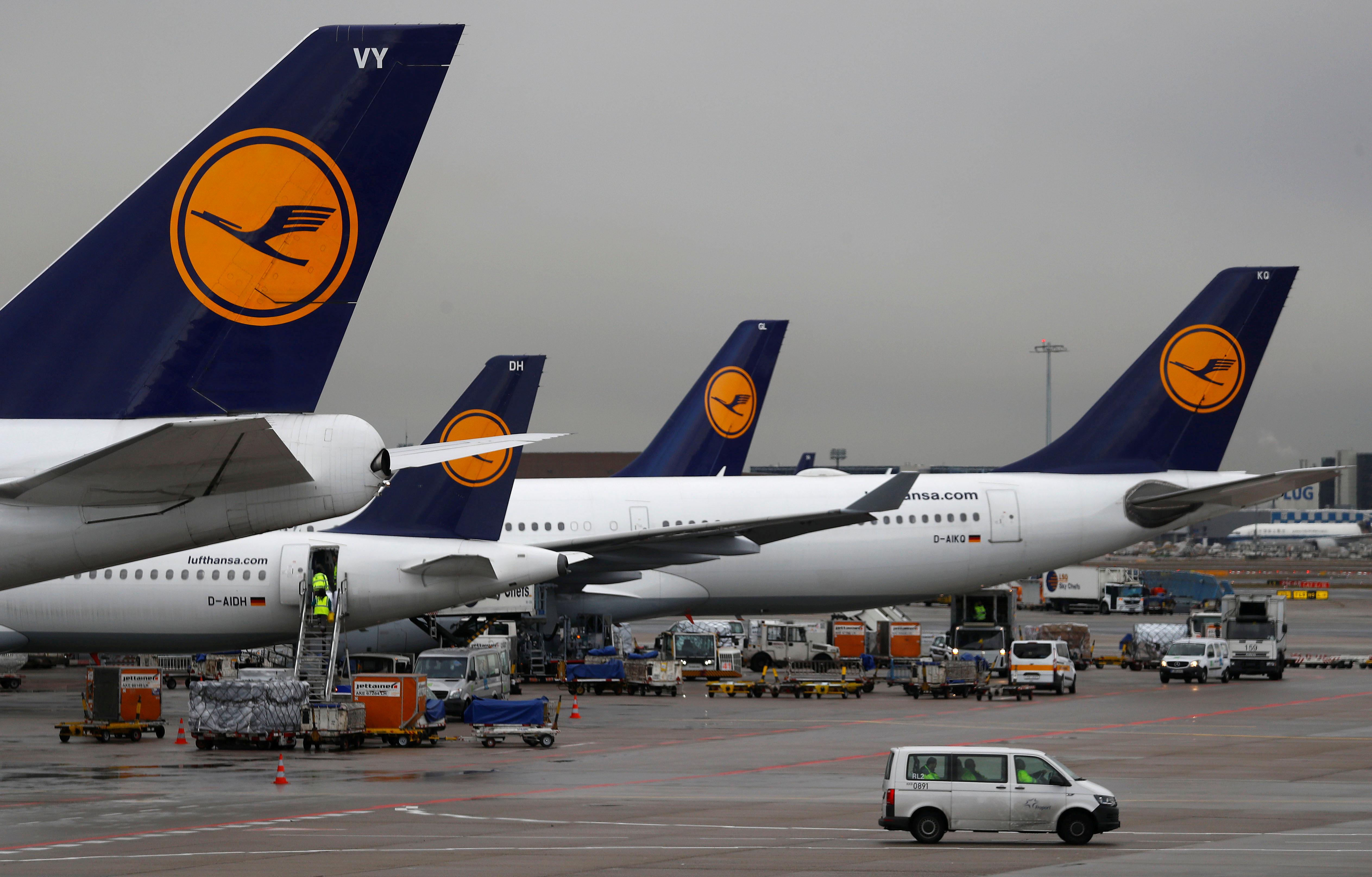 Covid-19 : Lufthansa compte couper jusqu'à 25% de ses vols court et moyen-courriers