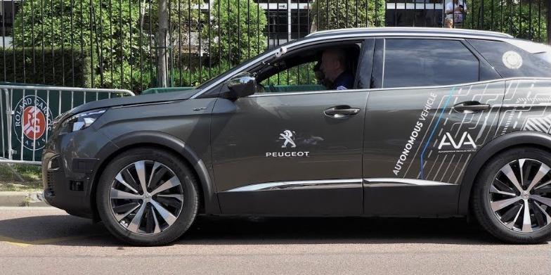 """Sur l'A10, vous serez bientôt doublé par une Peugeot 3008 en mode """"voiture autonome"""""""