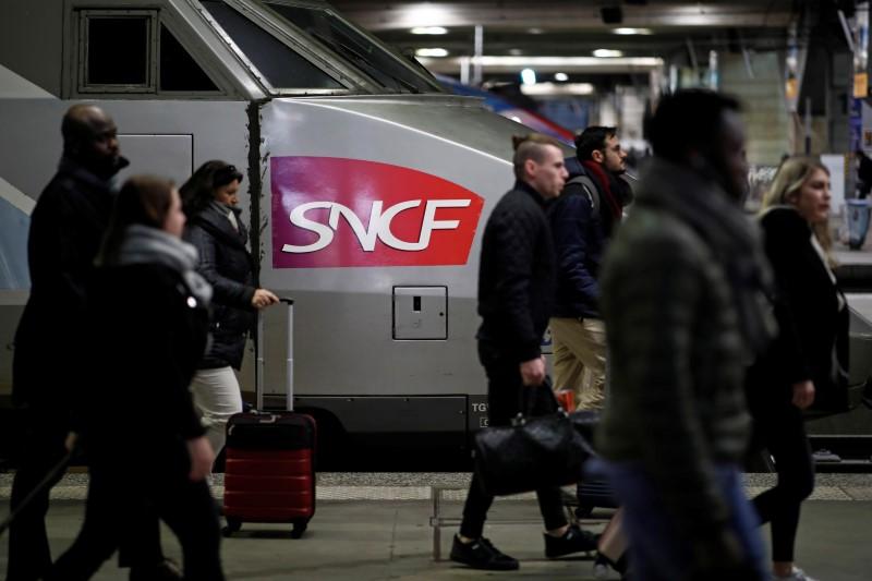 La SNCF réduit fortement son offre de TGV et d'Intercités et suspend Ouigo