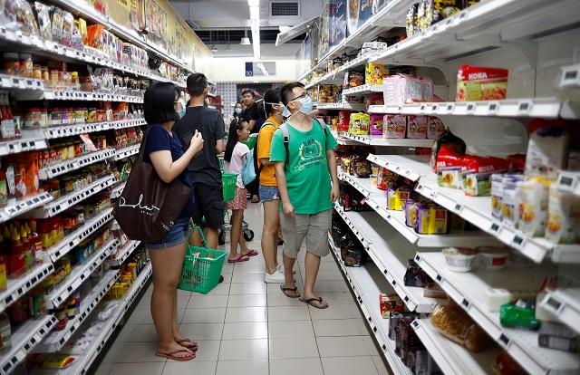 Coronavirus : l'économie chinoise asphyxiée, l'activité mondiale menacée