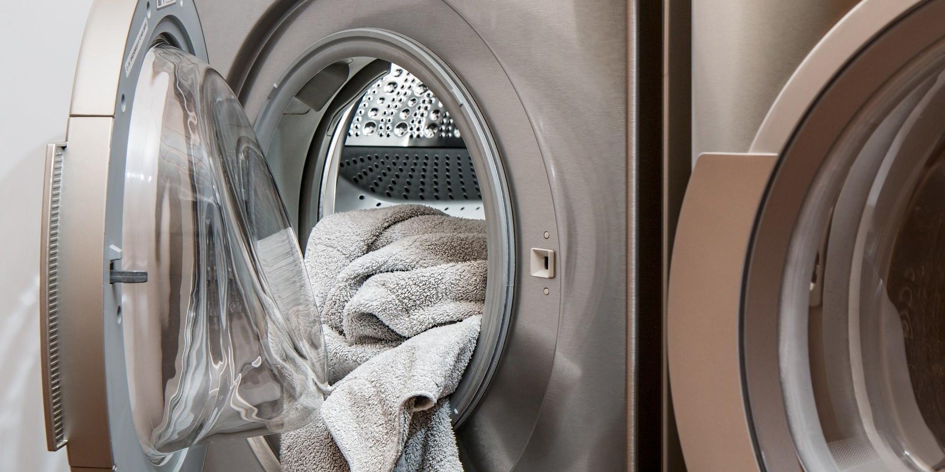 Filtres anti-plastiques dans les lave-linges: une nécessité écologique, un défi pour les fabricants