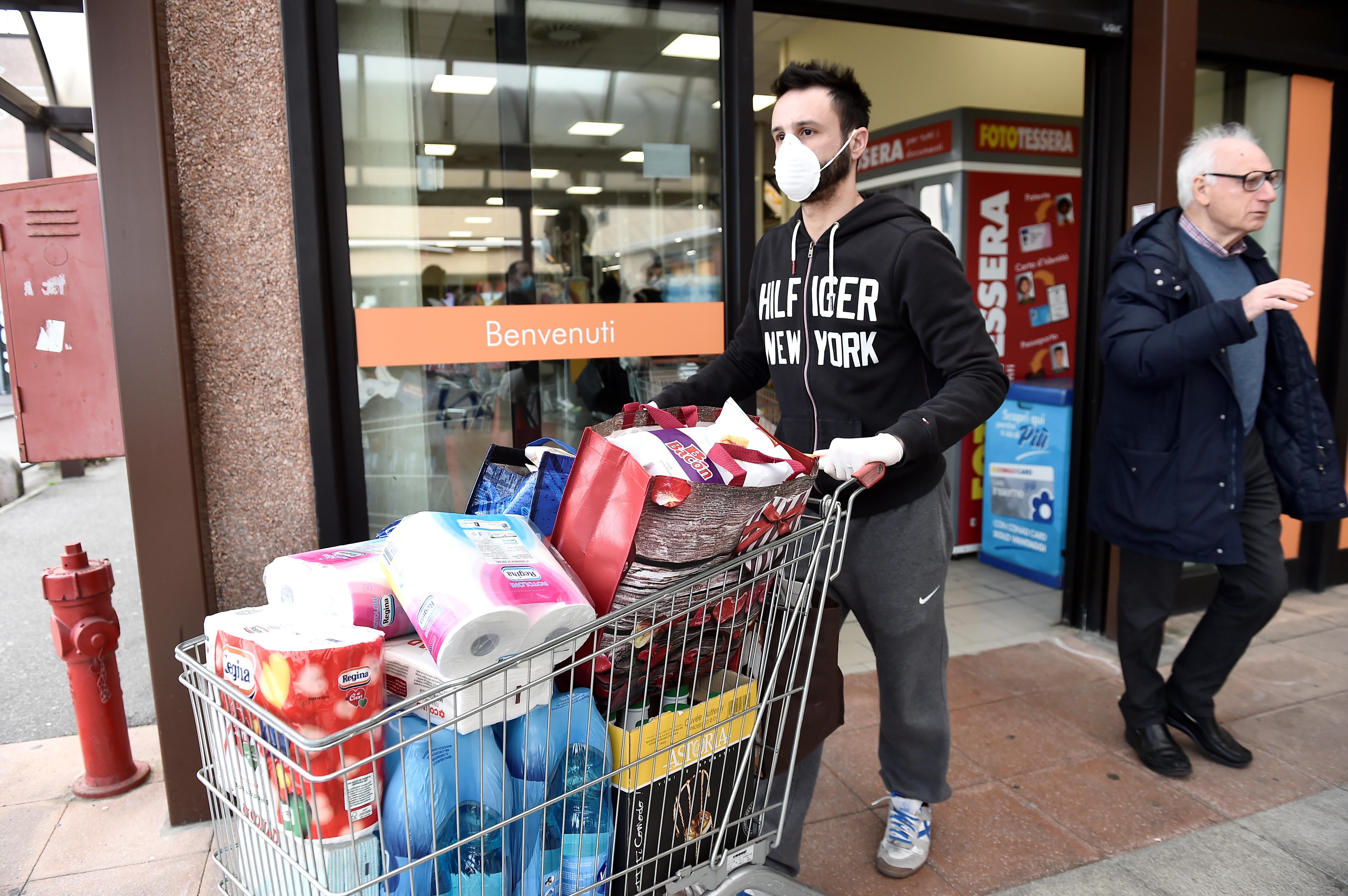 Magasin Trois Fois Rien Paris 14 coronavirus : les supermarchés pris d'assaut, la