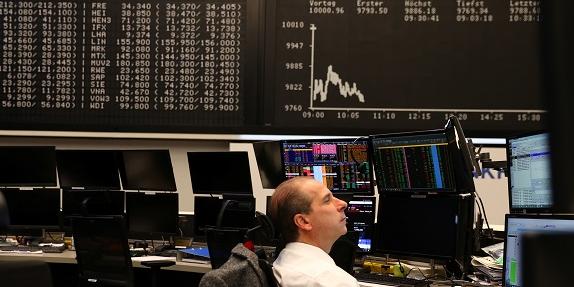"""""""En Europe, l'ampleur de la récession devrait être hors-norme"""" (Eric Dor, directeur des études de l'IESEG school of management)"""