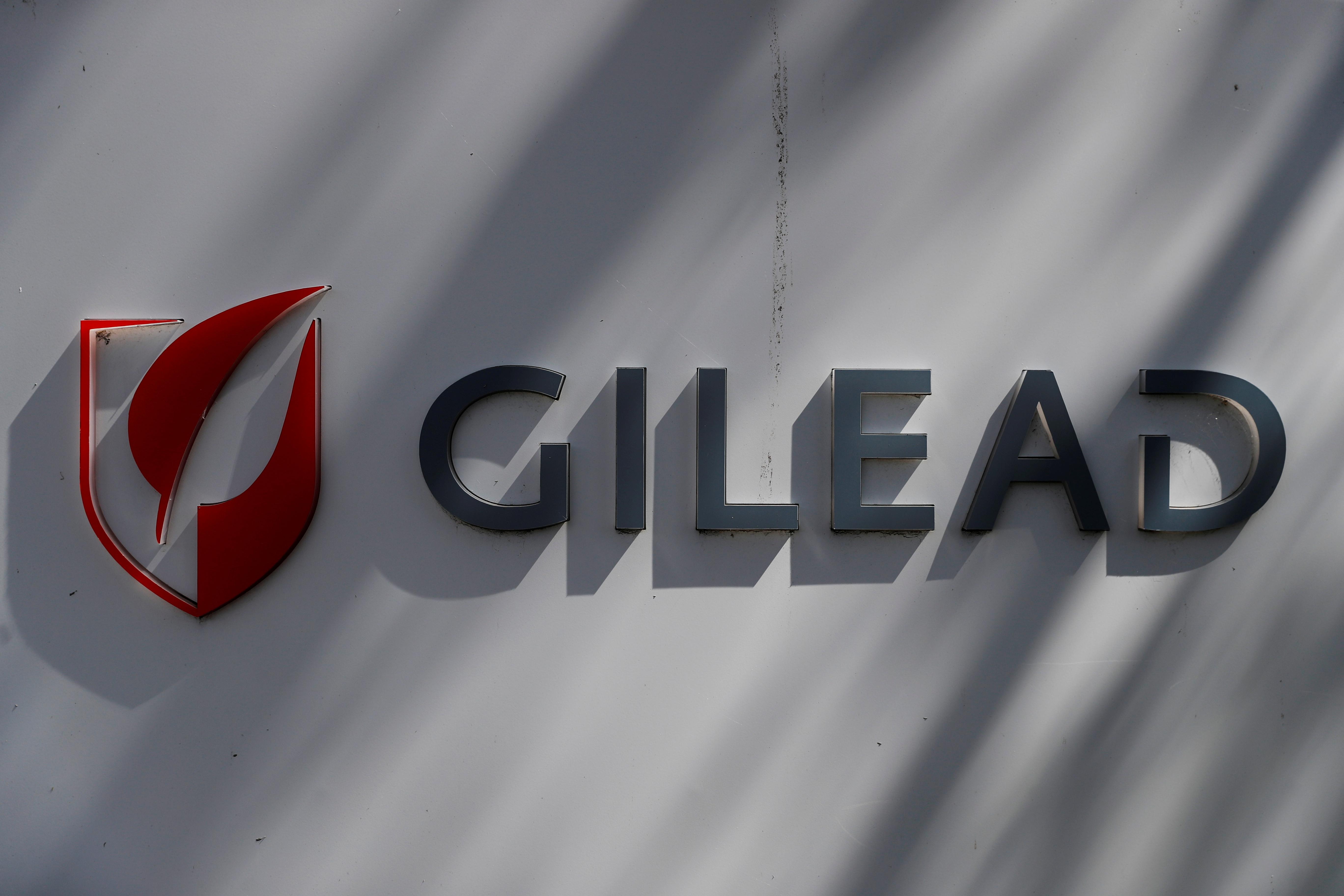 Covid-19 : le remdesivir vaut-il vraiment les 2.000 euros par traitement réclamés par Gilead ?