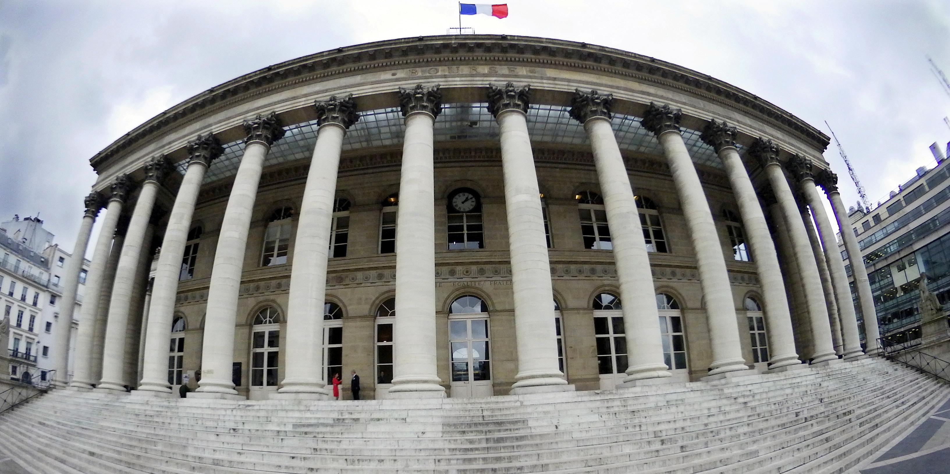 La Bourse de Paris nerveuse, en attente des conclusions du sommet européen