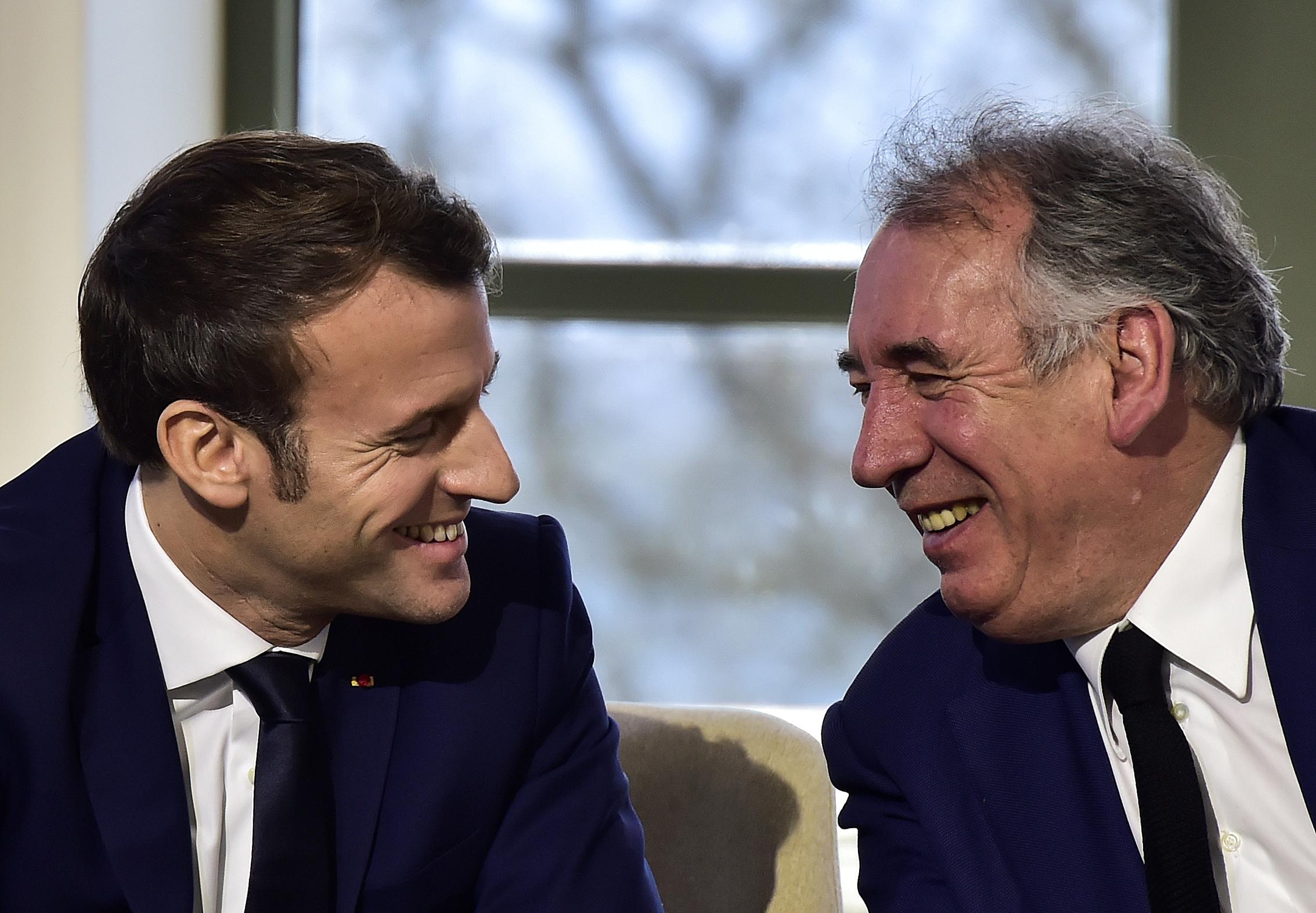 """Le lettre de mission de Macron à Bayrou pour lutter contre les """"inégalités"""""""