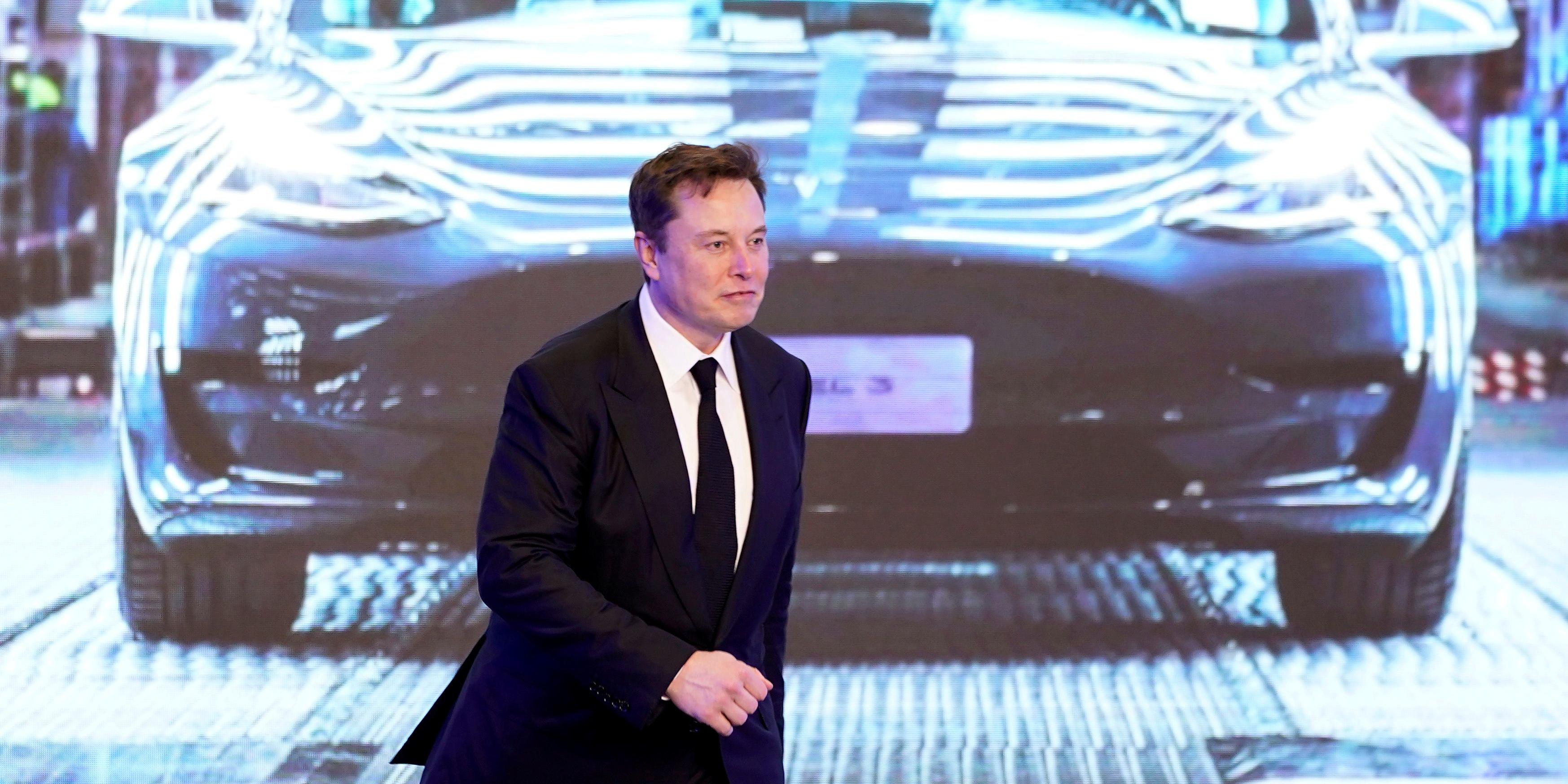 Voitures électriques: Tesla promet de diviser par deux le coût des batteries