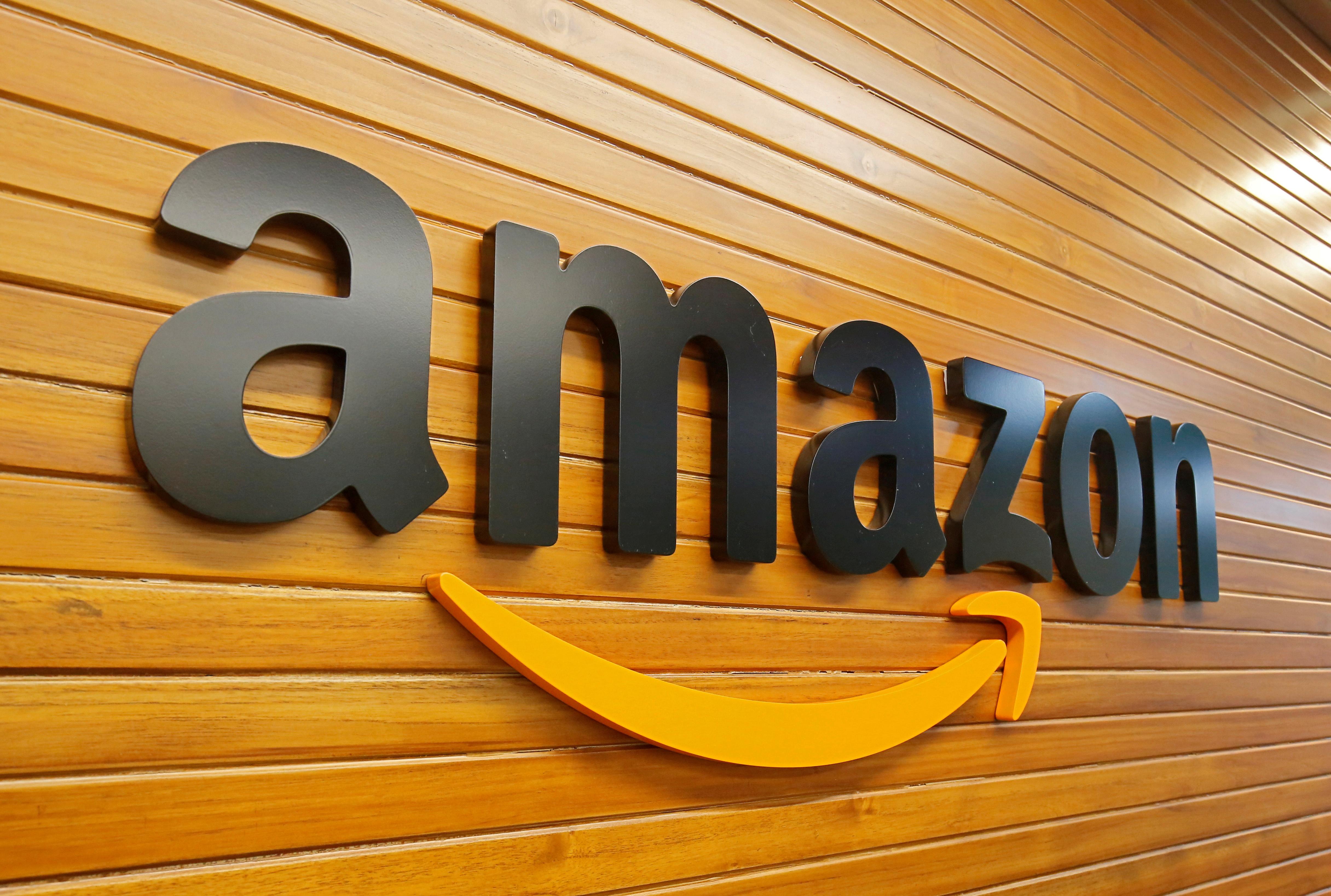 Etats-Unis : Amazon embauchera 315.000 employés d'ici les fêtes de Noël et augmente les salaires