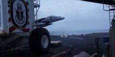 Regardez l'atterrissage vertical de cet avion de chasse, à partir de 2 : 00