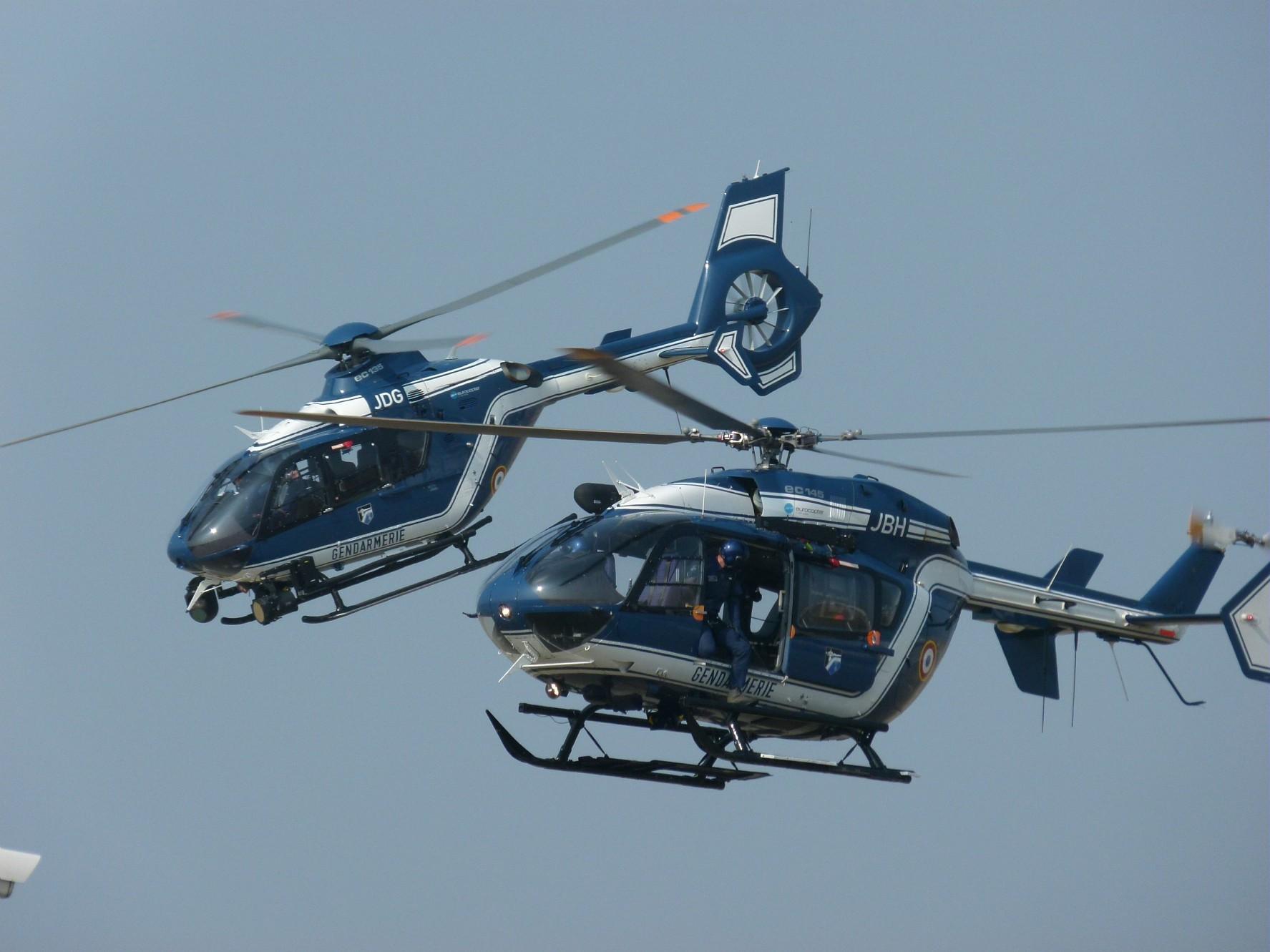 Manifestation contre le gouvernement Plassel Ec135-gendarmerie-airbus-helicopters