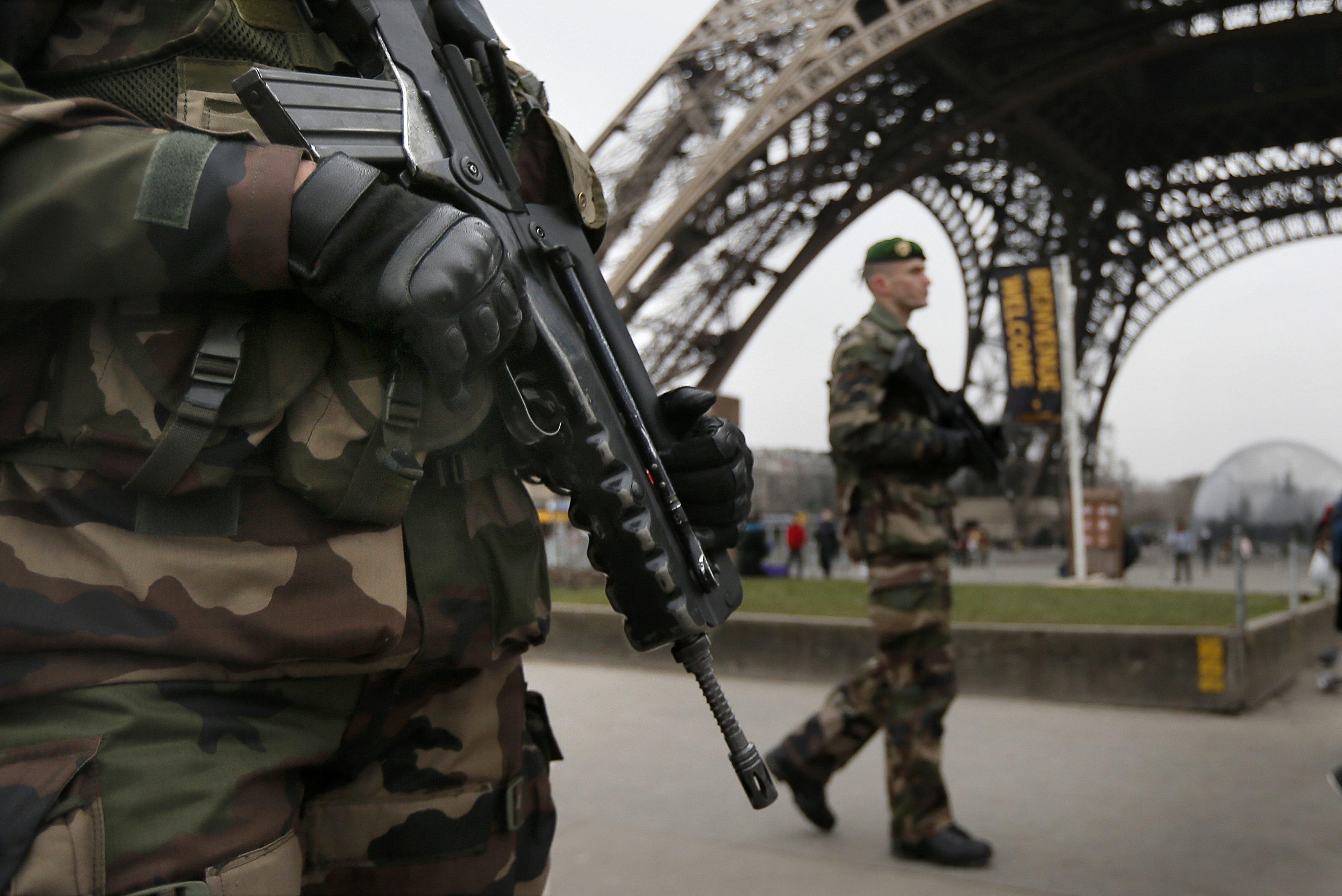 DIRECT- Charlie Hebdo   Renforcement militaire en Ile-de-France 3667cc805a8