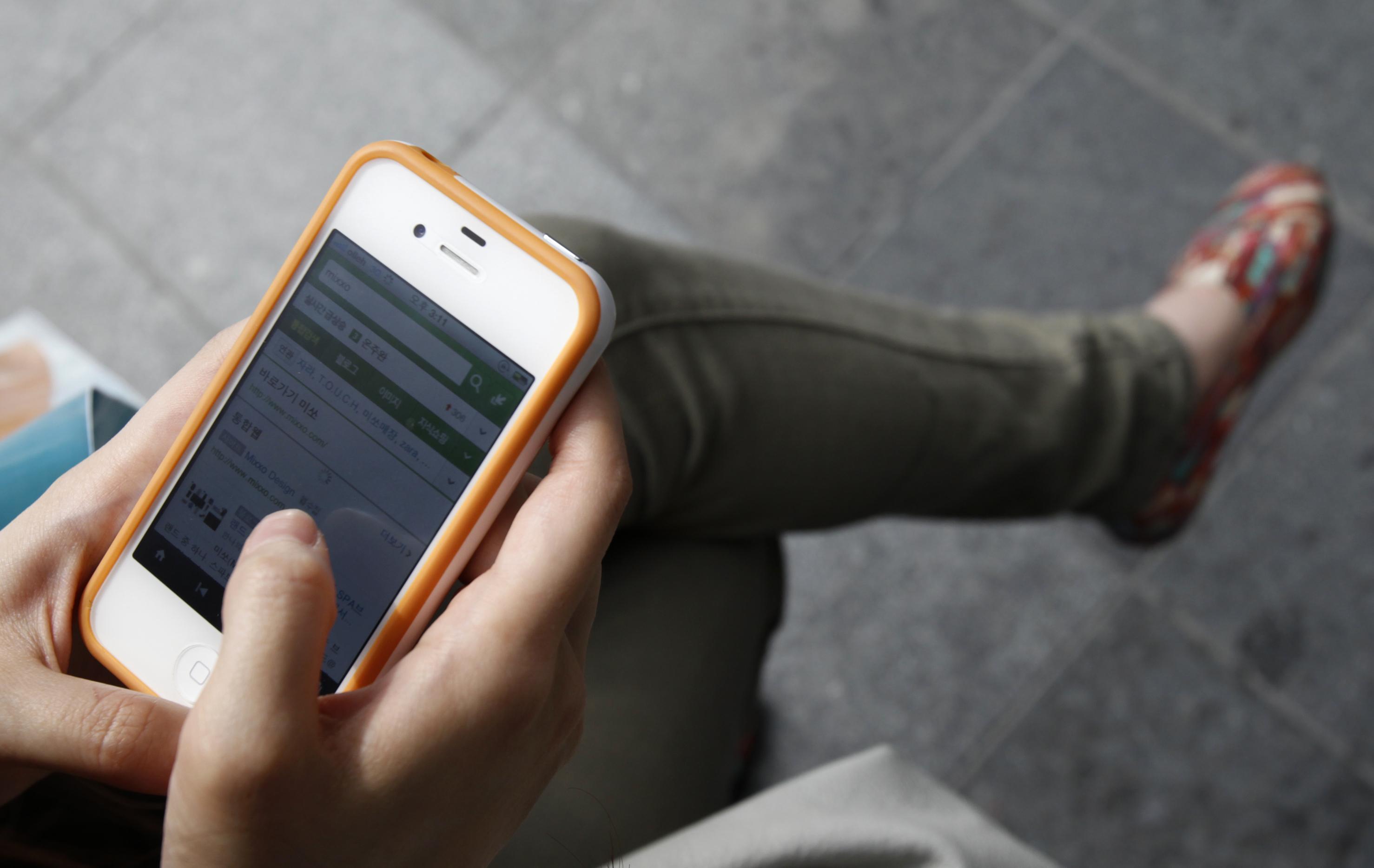 4ce6d2707d75 Les 16-30 ans passent une journée par semaine sur leur smartphone