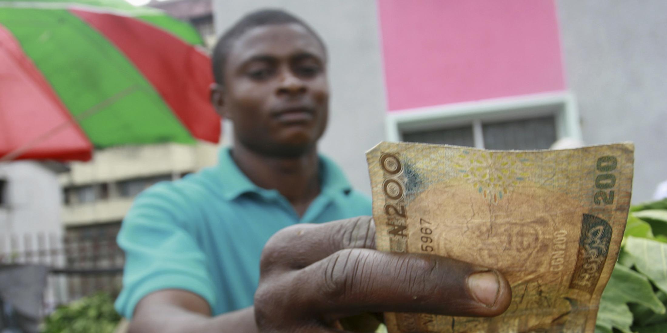 Une Premiere En Afrique Le Nigeria Fixe Un Revenu Minimum Pour Les