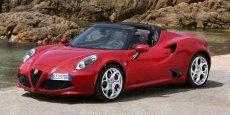 L'Alfa Romeo 4C Spider a été lancée mi-2015, un an après la version coupé.