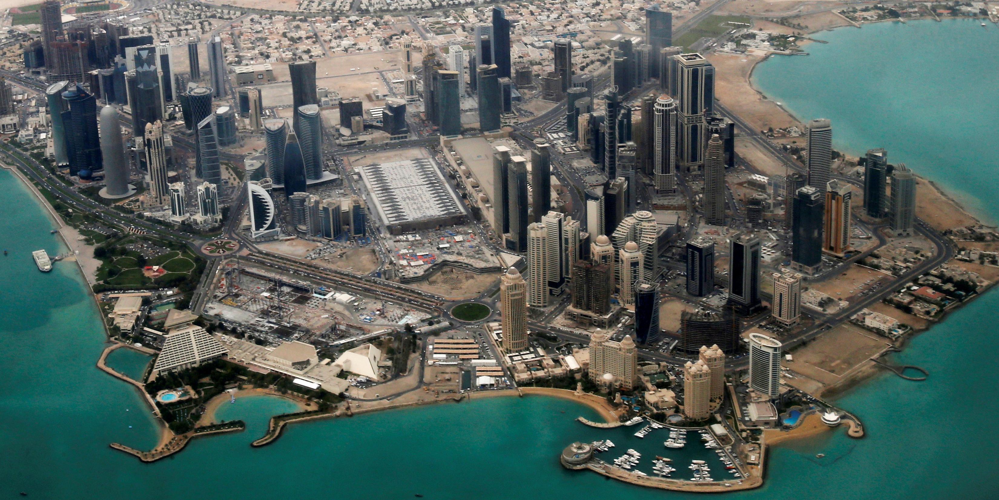 La Tribune, Le Qatar instaure un SMIC de 166 euros par mois pour les immigrés