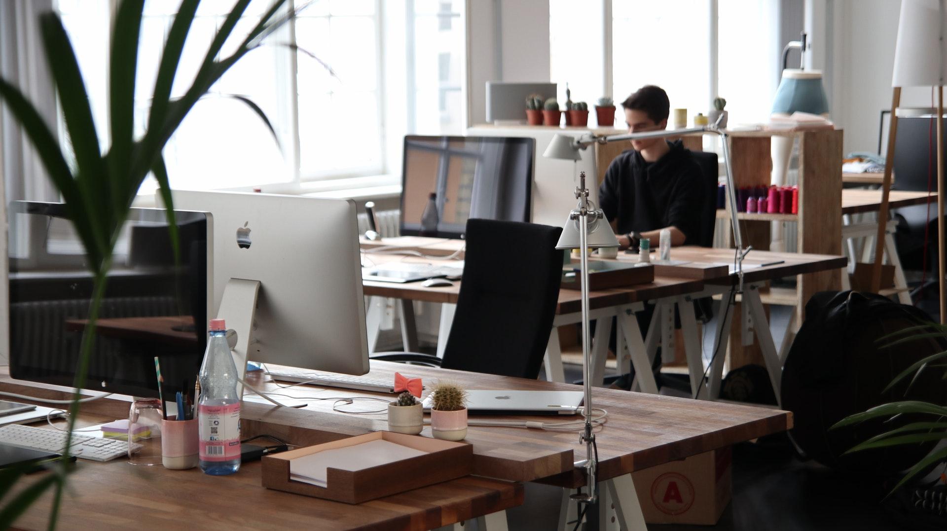 Bureau Informatique Petit Espace le mobilier de bureau comme facteur de bien-être au travail