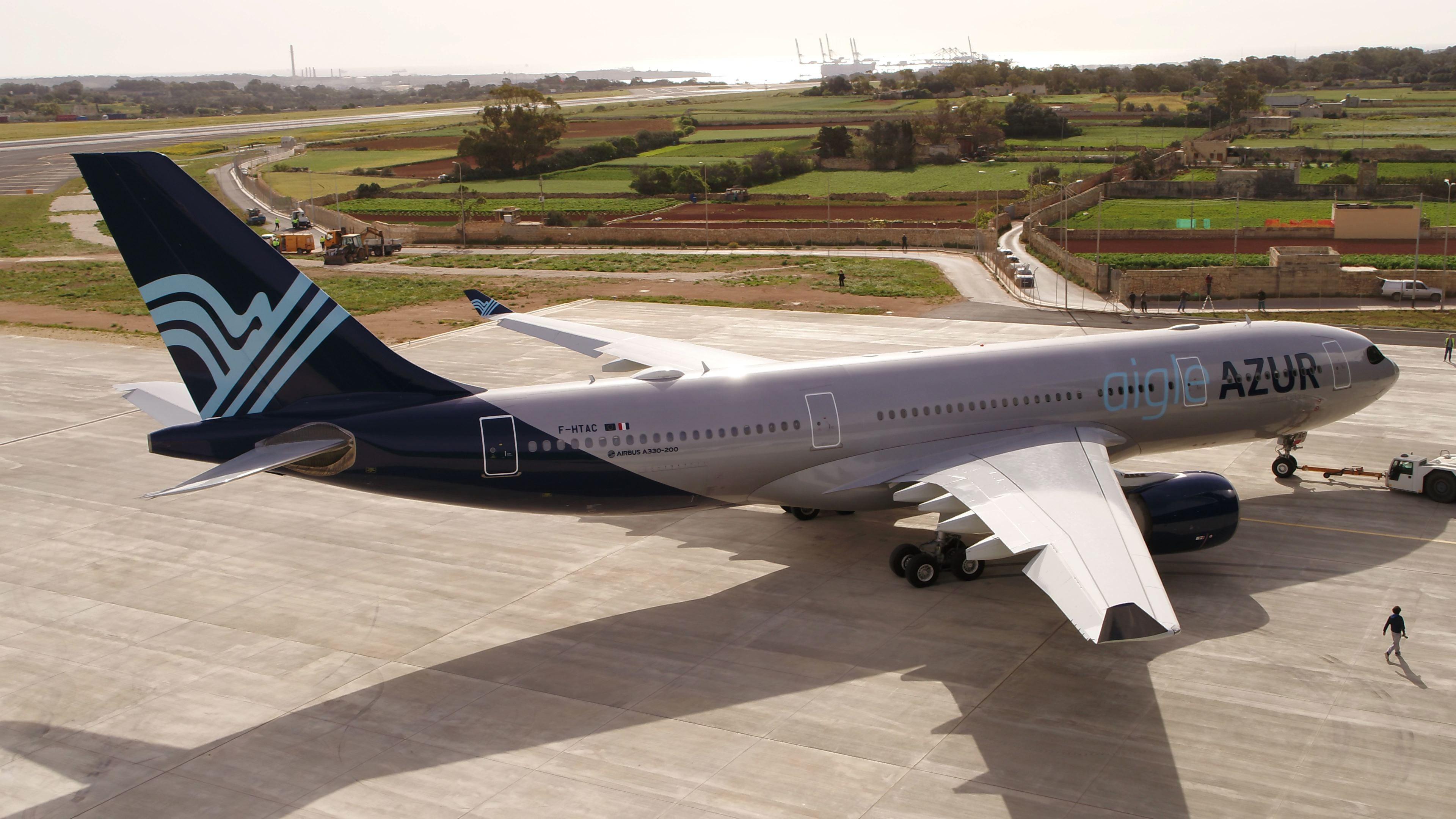 Fin d'Aigle Azur : ce que vont devenir les précieux créneaux de décollage à Orly