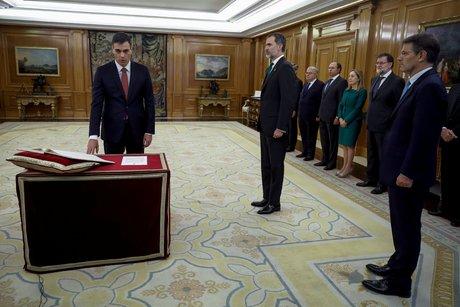 Pedro sanchez investi a la presidence du gouvernement espagnol