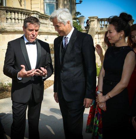 Pierre Jean Larraqué en discussion avec les dirigeants de TST M. Lin et Madame Zhang