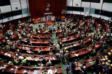 Intervention de la police au parlement de hong kong